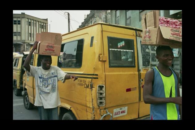 image d'un vendeur dans un marché en Afrique